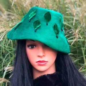Vintage Schiaparelli Paris Hat With Hot Pink Box